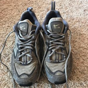 Nike Air Gray / Yellow Tennis Shoes size 9